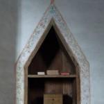 Liten bokhylla. Fröjels kyrka.